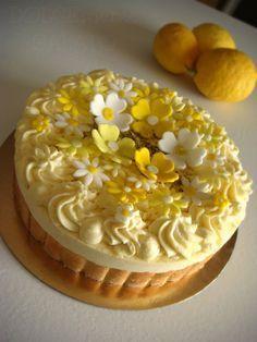 I dolci che richiamano il limone non hanno mai una stagione giusta perchè ogni stagione va benissimo, che sia l'estate che rimanda all...