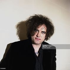 robert-smith-leader-of-the-english-rock-group-the-cure-plan-de-face-picture-id161562445 (1023×1024)