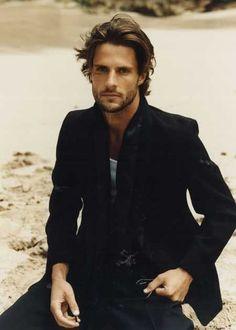 medium length hairstyles for men | Beautiful medium wavy hair  http://www.hairstylo.com/2015/07/medium-hairstyles-for-men.html