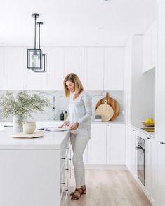 This right here is my dream kitchen. Shaker style cabinetry, loads of bright white, and marble look Talostone splash backs ✔️ You will simply fall in love with this renovated home by who feature in our new Annual edition (which is o Kitchen Ikea, Kitchen Interior, New Kitchen, Kitchen Decor, White Shaker Kitchen, Shaker Style Kitchens, Home Kitchens, Küchen Design, Home Design