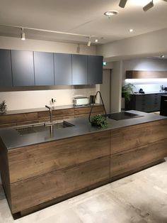 94 Best Kitchen Lighting Ideas for Better Meal Time to Look Amazing Modern Kitchen Cabinets Amazing Ideas Kitchen Lighting Meal Time Kitchen Room Design, Modern Kitchen Design, Home Decor Kitchen, Interior Design Kitchen, Kitchen Designs, Diy Interior, Kitchen Layout, Nobilia Kitchen, Kitchen Grey