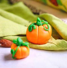 Citrouilles en pâte à sucre #halloween #citrouille Soirée Halloween, Le Boudin, Pastry And Bakery, Bakery Recipes, Birthday Parties, Sweet, Desserts, Party Ideas, Small Pumpkins
