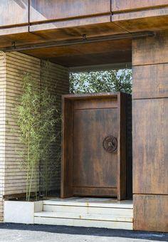 Gallery of Safari Residential Apartment / Ashari Architects - 4 - Exterior Design Modern Entrance Door, Office Entrance, Modern Front Door, House Entrance, Entrance Doors, Entrance Ideas, Main Door Design, Front Door Design, Entrance Design