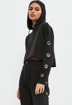 Get the grunge look and nail off duty vibes in this eyelet detail hoodie in a killer cropped style. Fast Fashion, Girl Fashion, Fashion Outfits, Womens Fashion, Kleidung Design, Style Grunge, Mode Hijab, Mode Inspiration, Black Crop Tops