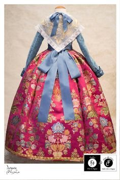 Indumentaria Spanish Costume, Textiles, Vintage Fashion, Vintage Style, Traditional Dresses, Pretty Dresses, French Lady, Alicante, Headpieces