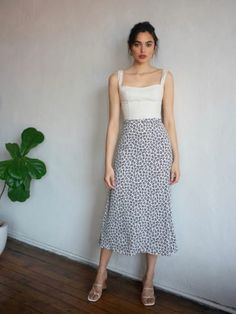 Check out the Bea Skirt from Reformation Long Skirt Fashion, Modest Fashion, Fashion Dresses, Modest Clothing, Cute Casual Outfits, Chic Outfits, Spring Outfits, Long Skirt Outfits For Summer, A Line Skirt Outfits
