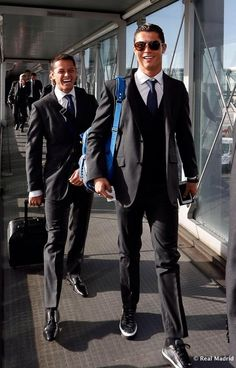 My new favorite photo. Chicharito and Cristiano Ronaldo. Cristiano Ronaldo 7, Christano Ronaldo, Ronaldo Real Madrid, Soccer Stars, Sports Stars, Cr7 Junior, Portugal National Team, Good Soccer Players, Soccer Guys