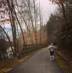 I love long runs!! Got in an awesome 9.5 mile run on this beautiful #sundayrunday #wakeupandrun #gooutside #crazyclan #crazycompression Training underway for the @avlmarathon #avlhalfmarathon