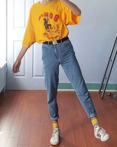 Vintage Distressed Boyfriend Jeans/Hipster Jeans/All Sizes/Grunge Jeans/boho/vintage jeans/womens jeans one of a kind jeans myqueenswish Retro Outfits, Mode Outfits, Casual Outfits, Fashion Outfits, Fashion Styles, Summer Outfits, Fashion Clothes, 80s Style Outfits, 90s Clothes