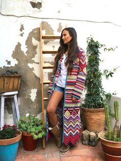 Fashion&Fun in Barcelona with Vivo Soul - onibizaclouds Barcelona, Poncho, Crochet Woman, Crochet Clothes, Cool Style, Winter Fashion, Bohemian, Vivo, Sweaters