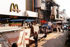 90s Aesthetic, Aesthetic Photo, Jakarta City, Dutch East Indies, Retro Vintage, Street Vendor, Street View, Places, Culture
