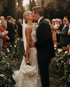 Wedding Goals, Wedding Pics, Wedding Styles, Dream Wedding, Wedding Dresses, Party Wedding, Wedding Ideas, Wedding Bride, Unique Wedding Poses