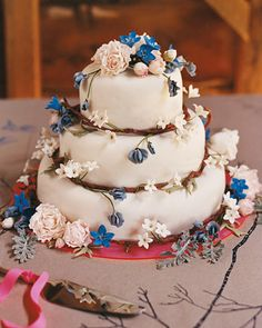 This flowering cake uses a branch motif around each layer