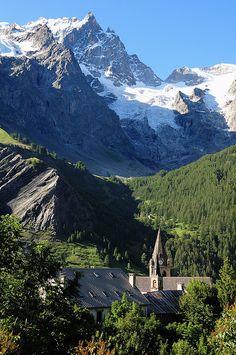 Village of La Grave with La Meije (3982 m) in the background, Haut Dauphiné, France