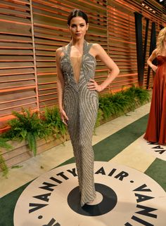We have a feeling that Jay Gatsby would approve of the influence the 1930's had on the design of Jenna Dewan-Tatum's dress at the Vanity Fair Oscar party.
