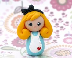 Alice in Wonderland kokeshi doll por Chikipita en Etsy
