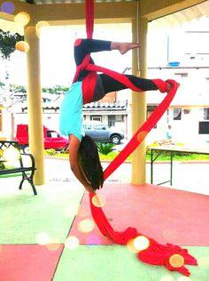 Aerial silks, trick: gemini.