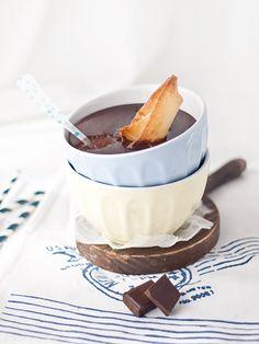 Una receta express sin gluten ni lactosa! Deliciosas natillas de chocolate con barquito crujiente... ven a verla.. te sorprenderá!