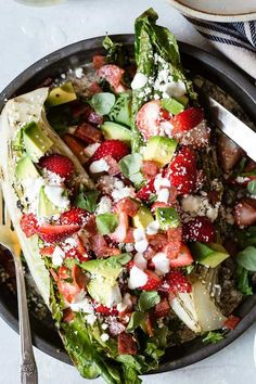 Healthy Recipes : Illustration Description A fresh, healthy and light strawberry summer lunch salad loaded with avocado, grilled romaine, crispy salami and Cotija cheese. So many flavors in this easy summer salad! Salad Dressing Recipes, Salad Recipes, Healthy Recipes, Salad Dressings, Quick Recipes, Summer Recipes, Strawberry Recipes, Strawberry Summer, Strawberry Plant