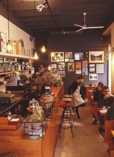 El Colectivo, un oasis de paz en el Raval Barcelona Food, Barcelona Restaurants, Café Bar, Gaudi, Spain Travel, Liquor Cabinet, Restaurant Ideas, Project Ideas, Travelling