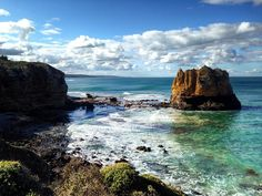 EAGLE ROCK MARINE SANCTUARY Split Point Great Ocean Road  Australia . Natural Wonders of The Great Ocean Road. . Paisagens pela Great Ocean Road. . #australia #australesius2016 #australiatravel #aussietrip #oz #greatoceanroad #victoria #vic #victoriaaustralia #splitpointlighthouse #worldtravelpro #igersaustralia #splitpoint #mochileiros #mochileirosgrupofechado #brnomads #brazilnomads #australianomads #aireysinlet  #visitaustralia #worldnomads #eaglerock #eaglerockmarinesanctuary…