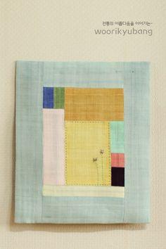 안녕하세요. 이웃님들..어떻게 지내고 계신가요?요새 날씨가 조금 푸근해서 편안하게 입고 나왔더니..꽃샘... Flower Embroidery Designs, Embroidery Stitches, Fabric Art, Fabric Crafts, Creative Textiles, Textile Fiber Art, Small Art, Handmade Art, Quilting Designs