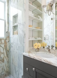 Marmor Waschtische gibt es mit klaren Linien oder geschwungenen Formen.  http://www.werk3-cs.de/marmor-waschtische