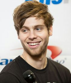 Luke Hemmings. Like FU. Why do you have to be so freaking beautiful and gorgeous.