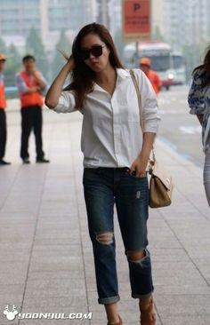 SNSD Yuri airport fashion 140618