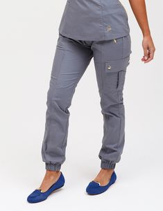 The Jogger Pant in Graphite is a contemporary addition to women& medical scrub outfits. Shop Jaanuu for scrubs, lab coats and other medical apparel. Scrubs Outfit, Scrubs Uniform, Jogger Pants, Joggers, Jaanuu Scrubs, Top Gris, Stylish Scrubs, Cute Scrubs, Lab Coats