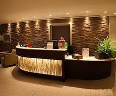 Resultat d'imatges de hotel reception wood