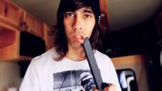 Vic Fuentes with a vacuum. Dos lips.