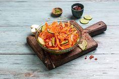 Frisk gulrotsalat med lime og chili.   Grønne retter på under 10 minutter! Dairy, Cheese, Food, Essen, Meals, Yemek, Eten