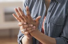 Rheumatoid arthritis is more common in women. Are there any early symptoms of the disease?