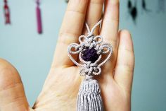 전통매듭노리개단지매듭노리개미니노리개 원래 그냥 자려고 했는데... 무심코 시작한 단지매듭 그리고 미니... Knots, Diy And Crafts, Drop Earrings, Floral, Korean, Wall Decor, Tutorials, Jewelry, Projects