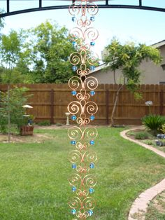 8 ft Copper Suncatcher Swirl Rain Chain Handcrafted Kusari Doi Feng Shui Zen Garden Decor Water Feature Handcrafted Sun Catcher Metalwork - 8 ft Copper Suncatcher Swirl Rain Chain by TwistsOnWire on Etsy - Feng Shui Zen Garden, Solar Light Crafts, Outdoor Garden Decor, Metal Garden Art, Beads And Wire, Wire Art, Suncatchers, Water Features, Wind Chimes