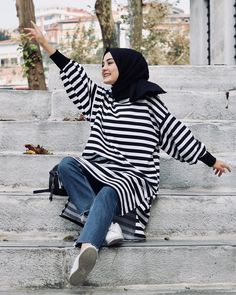 💎 Miss Bushra Kakar💎 Islamic Fashion, Muslim Fashion, Modest Fashion, Casual Hijab Outfit, Hijab Chic, Casual Outfits, Hijab Abaya, Hijab Dress, Hijab Jeans