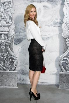 Leslie Mann Photos - Leslie Mann attends the Chanel Haute-Couture show as part of Paris Fashion Week Fall / Winter at the Grand Palais on July 2012 in Paris, France. - Chanel: Photocall - Paris Fashion Week Haute Couture F/W Leslie Mann, Pencil Skirt Work, Pencil Skirt Outfits, Pencil Skirts, Black Pencil Skirt Outfit, Style Couture, Couture Fashion, Women's Fashion, Chanel Couture