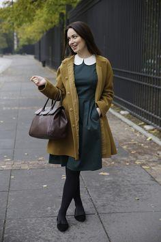 Mixing beautiful autumn shades - Blogger Karolina Baszak wearing Clarke in Cocoa.