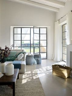Monday Inspiration: Mediterranean home in Catalonia Home Decor Bedroom, Home Living Room, Living Spaces, Style At Home, Zen Style, French Home Decor, Deco Design, Home Decor Inspiration, Monday Inspiration