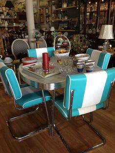 Cool Retro Table And Chairs