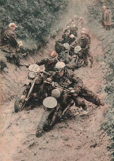 An army of dirtbikes Moto Enduro, Enduro Motocross, Enduro Motorcycle, Racing Motorcycles, Moto Guzzi, Enduro Vintage, Vintage Motocross, Vintage Bikes, Vintage Motorcycles