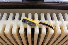 Radiator painting can be time consuming and tedious, but not with this tutorial! Lean how to paint a radiator the easy way! Save time and frustration. Home Repair, Household Hacks, Stripping Paint, Radiator Cover, Home Improvement, Diy Wall, Diy Radiator Cover, Wall Colors, Rustoleum