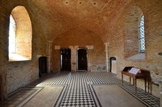 Le donjon-porche . Eglise Saint-Médard (église fortifiée). Parfondeval (Aisne - Thiérache) - Picardie