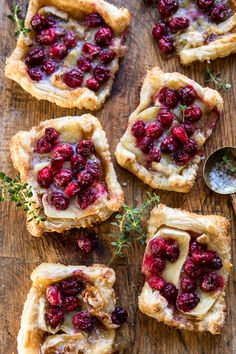 You had me at brie. Cranberry Brie Tarts --> favorite last-minute appetizer. Theyre quick easy and let's just be real nothing is better than cranberries brie and puff pastry. Thanksgiving Appetizers, Thanksgiving Recipes, Fall Recipes, Holiday Recipes, Harvest Appetizers, Holiday Appetizers Easy Christmas, Christmas Entrees, Healthy Christmas Recipes, Comida Picnic