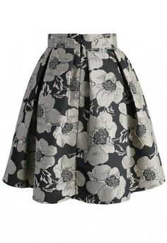 Soft spring flowers gets a metallic makeover with this Shiny Blossom print that boasts pansies in a steel grey and black. The jacquard skirt is perfect for pairing with a cropped sweater and boots. - Texture flower pattern - Box pleats from waist - Concealed back zip closure - Lined - 100% polyester - Machine wash gently Size(cm)   Length   Waist XXS             53         60 XS              53          64 S                53          68 M               54           72 L                54…