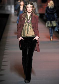 Christian Dior Fall 2011 RTW - Review - Fashion Week - Runway, Fashion Shows and Collections - Vogue
