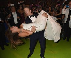 Pin for Later: Relive the Best Moments From the 2014 Emmys  Derek Hough dipped Sofia Vergara at the HBO bash.