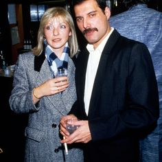 Queen legend Freddie Mercury's ex-girlfriend Mary Austin was recently interviewed by Daily Express and revealed the reason why Freddie wanted her to hide his… Queen Freddie Mercury, Mary Austin Freddie Mercury, Brian May, Beatles, Freddie Mercuri, Roger Taylor, Queen Photos, Somebody To Love, Queen Band