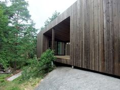 Image 6 of 19 from gallery of Square House Veierland / Reiulf Ramstad Arkitekter. Photograph by Reiulf Ramstad Arkitekter Wood Cladding, Exterior Cladding, Interior Exterior, Exterior Paint, Brick Wall Decor, Minimal House Design, Bungalow, Casa Patio, Wood Architecture